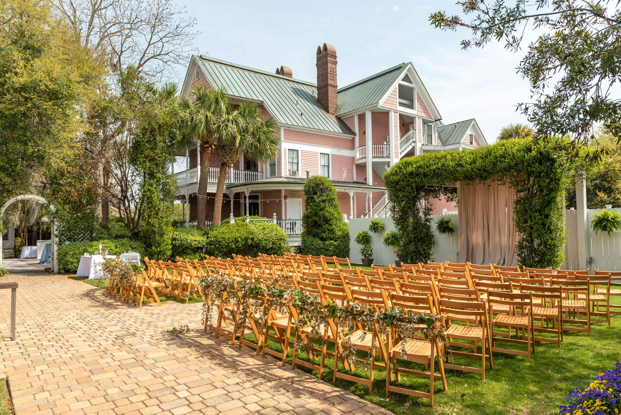 Ceremony site, The Beaufort Inn, Tabby Garden