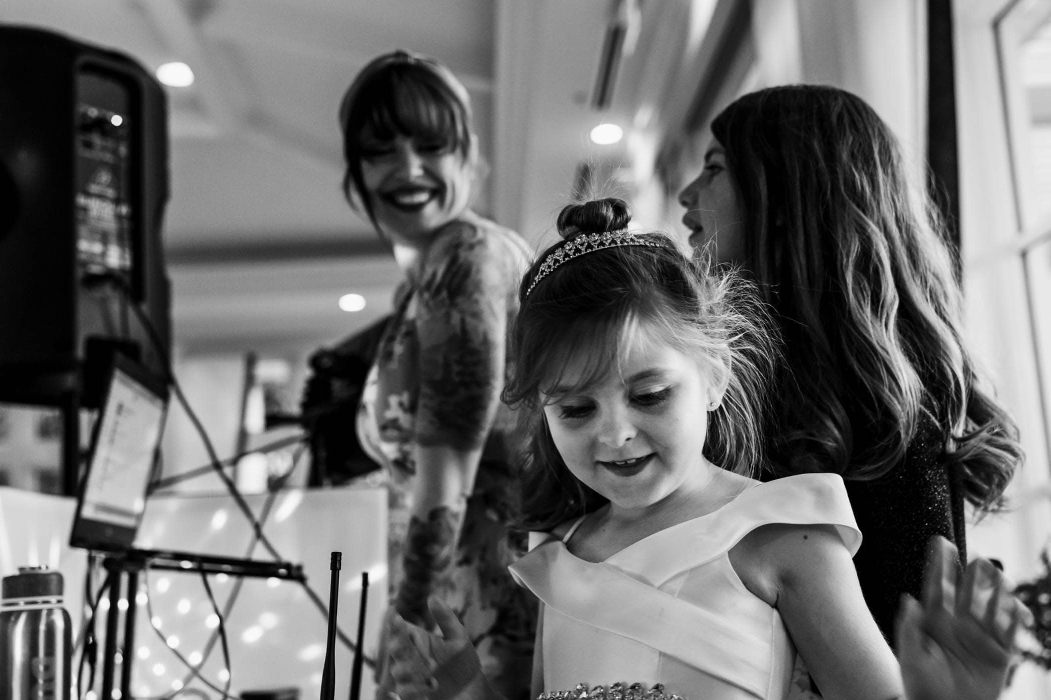 Daughter of the bride and DJ showing them how to turn on dj lights Dataw Island Club House by Susan DeLoach Photography SC wedding photographers