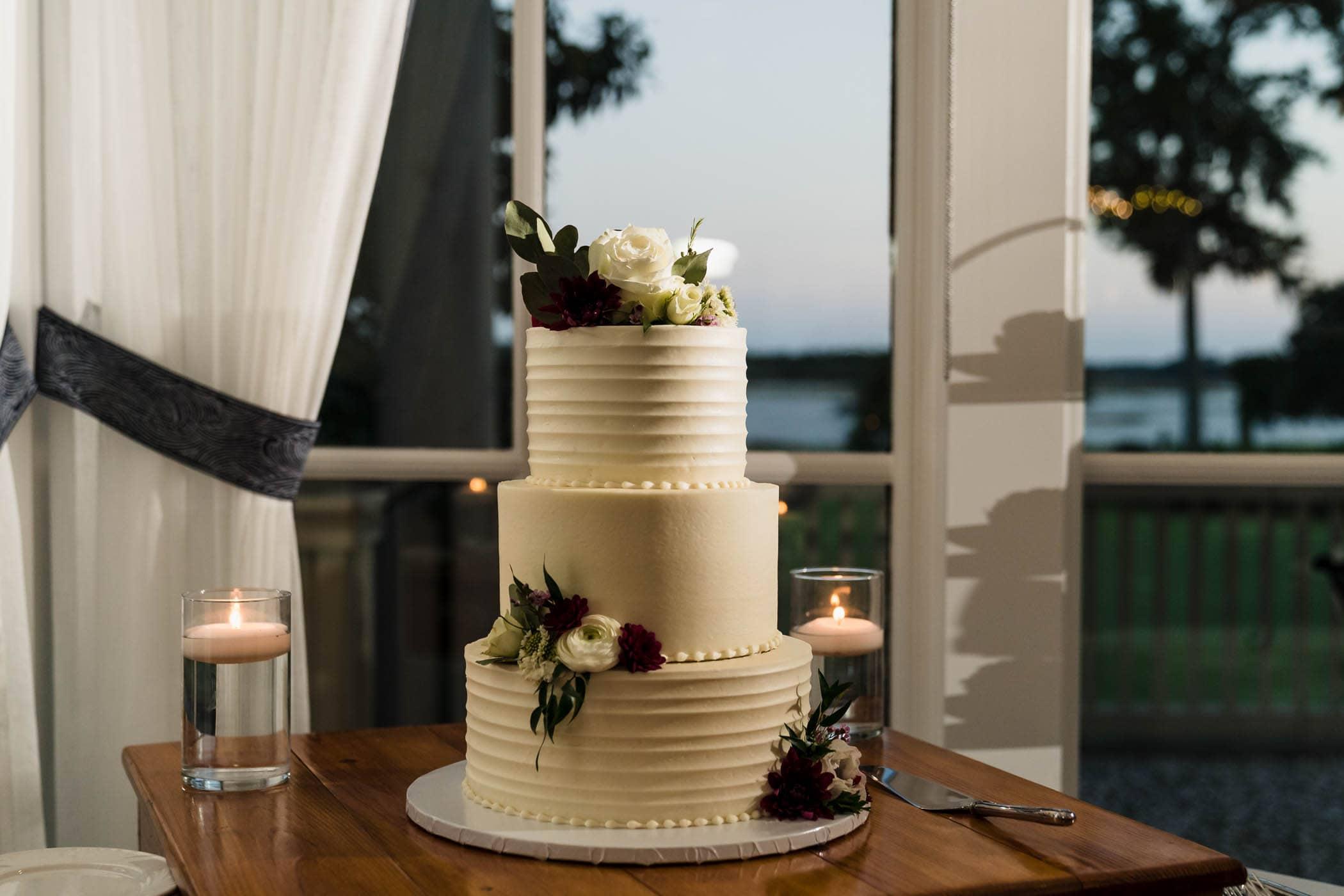 Wedding Cake by Bloom Custom Cakes Dataw Island Club House by Susan DeLoach Photography SC wedding photographers