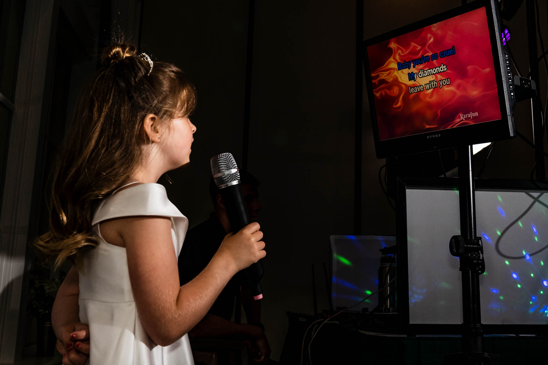 Daughter of the bride singing Karaoke at wedding on Dataw by Susan DeLoach Photography SC wedding photographers